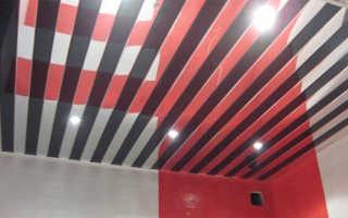 Устройство реечного потолка — подробная схема сборки, комплектующие для конструкции, детали на фото и видео