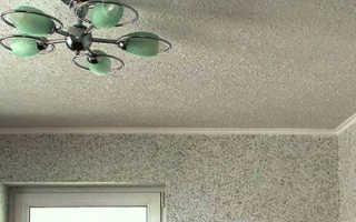 Как клеить флизелиновые обои на потолок: тонкости и нюансы работы с материалом