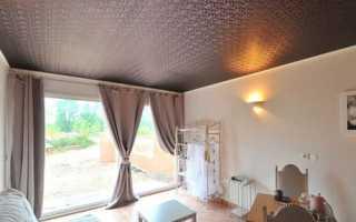 Фактурные натяжные потолки и альтернативная отделка: декоративная штукатурка и краска