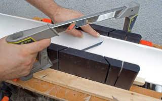Как правильно отрезать угол потолочного плинтуса: зарезка углов, как пилить под угол, как резать широкие галтели без стусла, зарезание углов