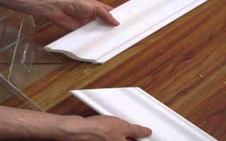 Как отрезать угол потолочного плинтуса: как нарезать потолочный плинтус в углах, как срезать, обрезать угол с помощью стусла, без стусла, как разрезать правильно, как отпилить плинтус на потолок