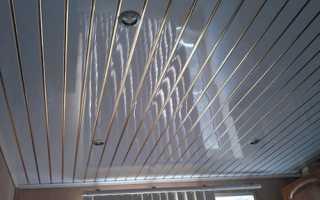 Потолок из пластика: как выбрать панели и правильно установить их
