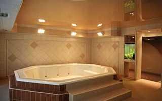 Натяжные потолки для ванной комнаты: основные плюсы и минусы этой конструкции