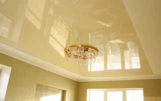 Натяжные потолки до или после обоев: что делают вперед, что раньше, что первое обои или натяжной потолок, когда можно натягивать потолок после поклейки обоев