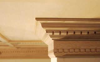 Деревянный потолочный плинтус: выбор, монтаж, галтели для потолка из дерева, резной плинтус на потолок
