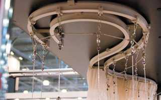 Потолочные карнизы для штор: чем отличаются серии из пластика от металлических и деревянных