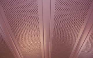 Реечный перфорированный потолок: сравнение с подвесной кассетной конструкции с натяжной системой