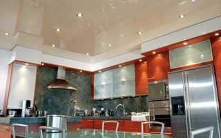 Освещение на кухне с натяжным потолком: потолочные светильники для натяжных потолков на кухню, варианты, люстра, точечное освещение, споты, как расположить, расположение, светодиодная подсветка