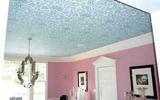 Обои на потолок под покраску: нюансы выбора и правила окрашивания