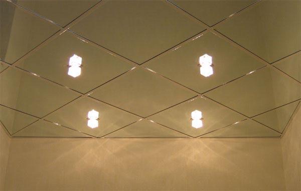 монтаж зеркальных панелей для потолка