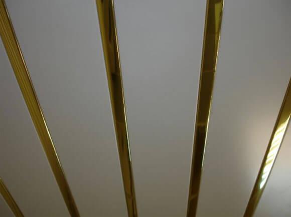 потолки реечные металлические