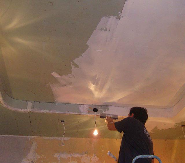 как устранить протечку на потолке