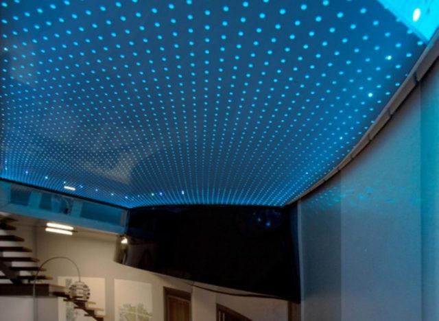 Пленочный акустический потолок с подсветкой