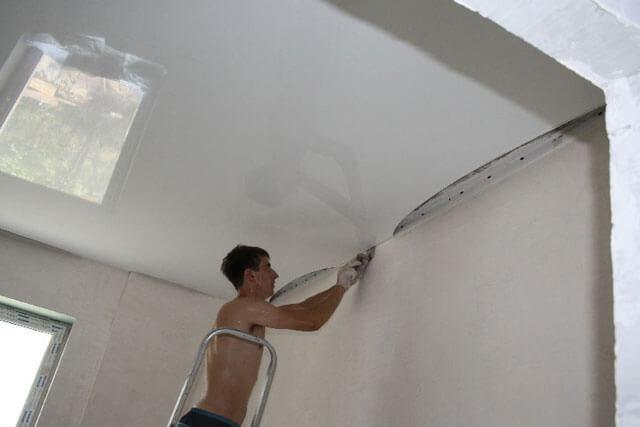 как ставить натяжные потолки