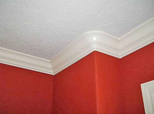 какой плинтус выбрать для потолка