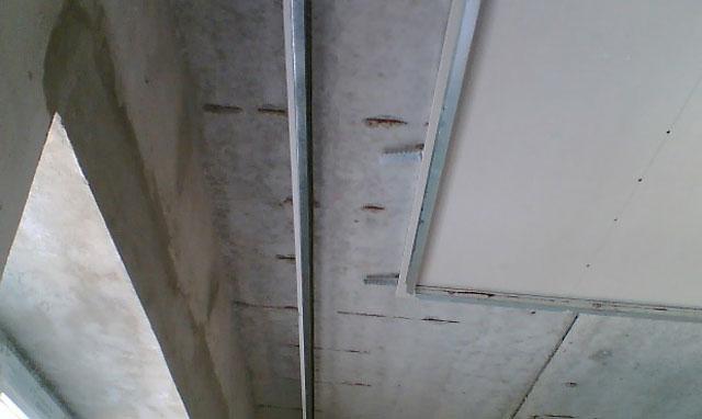 карнизы скрытые под подвесным потолком