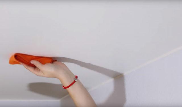 Сухая уборка тканевого натяжного потолка