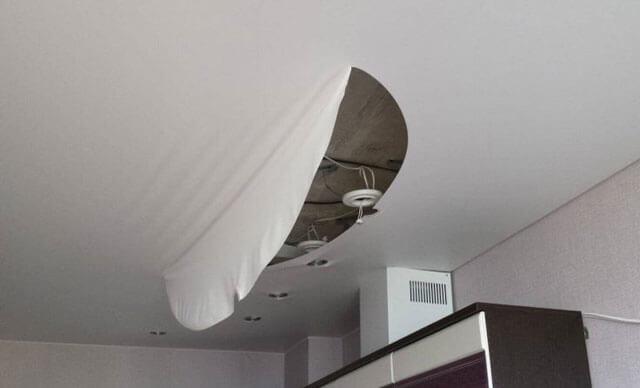 как заделать порез на натяжном потолке