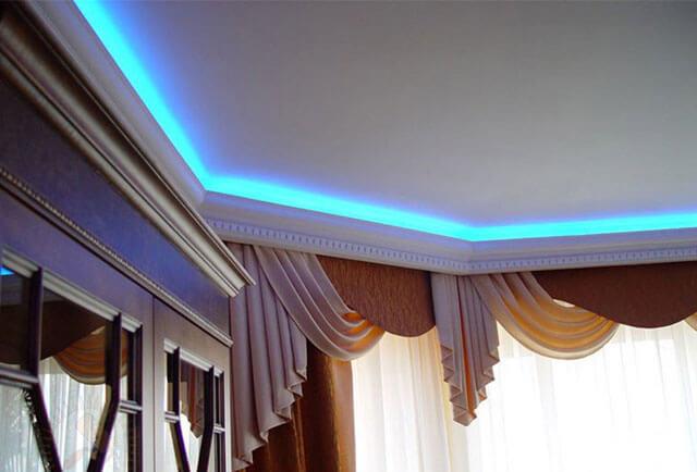 светодиодный плинтус для потолка