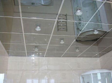 Зеркальные алюминиевые панели на потолке