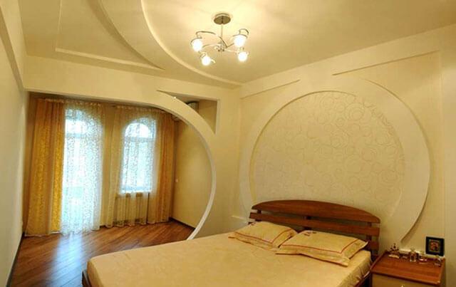 какие потолки лучше сделать в спальне