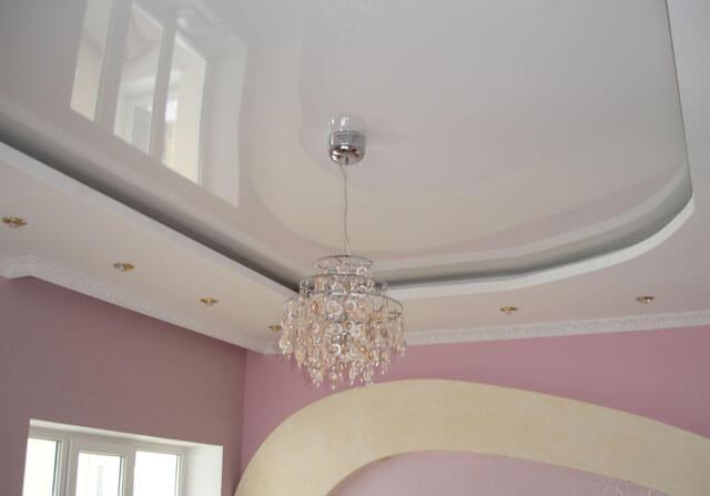 навесной или натяжной потолок что лучше