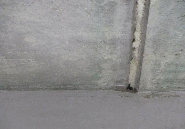 как заделать отверстие в потолке