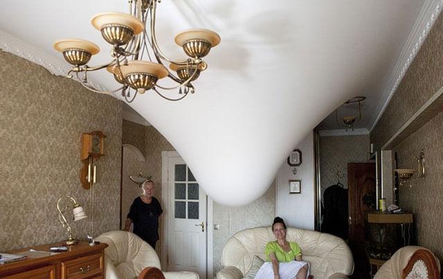 как убрать дырку на натяжном потолке