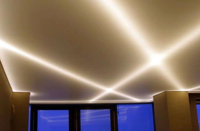 потолок со светодиодной лентой