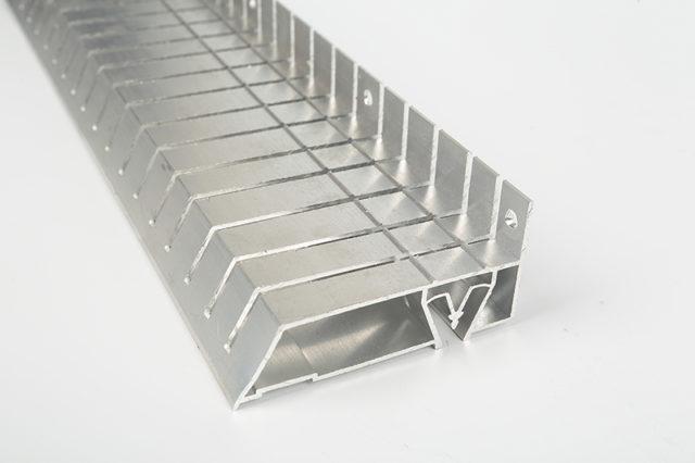 Профиль с надпилами для создания криволинейных конструкций