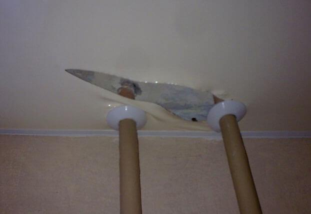 дырка в натяжном потолке как заделать самостоятельно