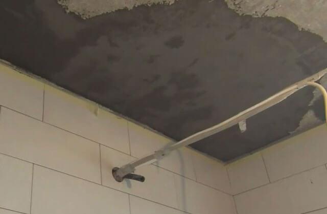 защита потолка от протечек