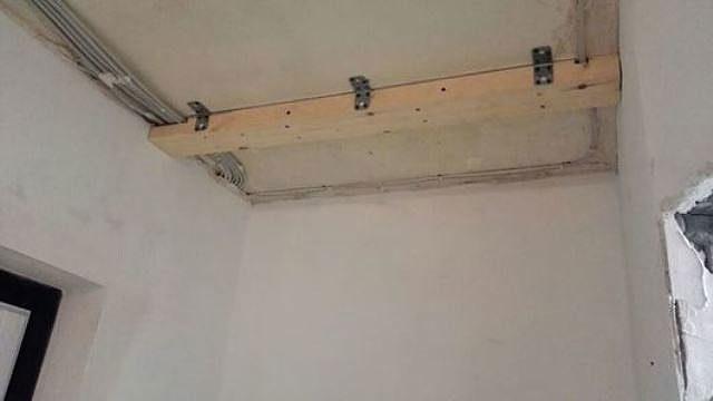 Закладной брус на потолке