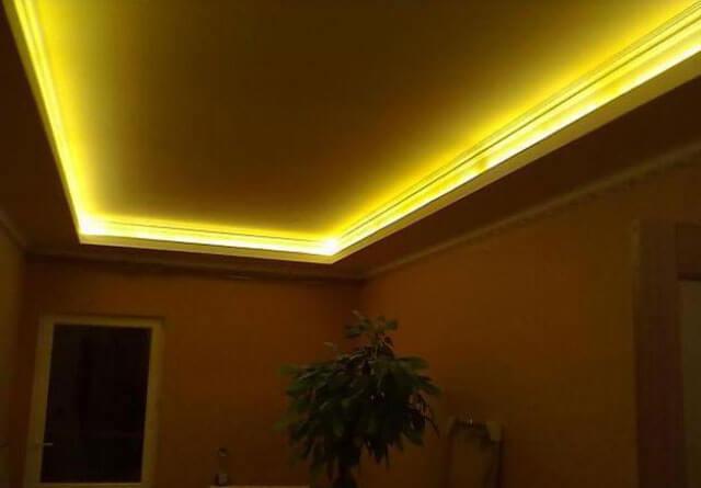 натяжной потолок со светодиодной подсветкой по периметру