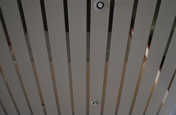 металлический подвесной потолок установка