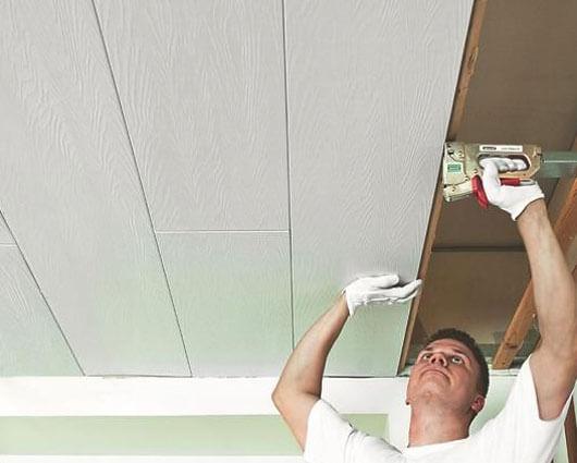 отделка потолка панелями мдф