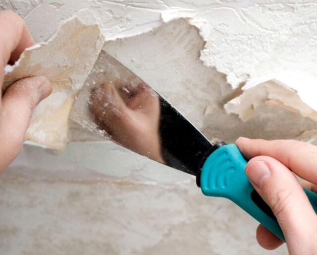 как закрасить подтеки на потолке