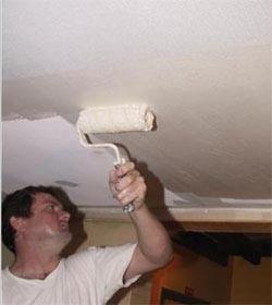 как правильно красить стеклообои на потолке