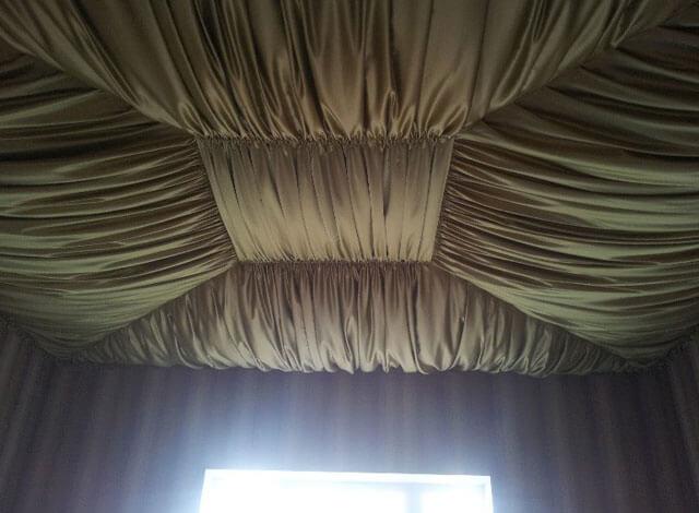 оформление потолка тканью