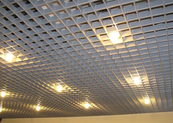 как делают навесные потолки особенности