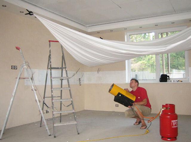 как натянуть натяжной потолок
