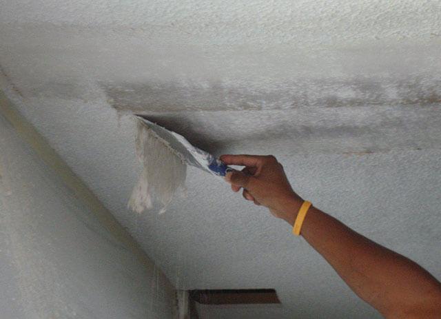 как избавиться от побелки на потолке