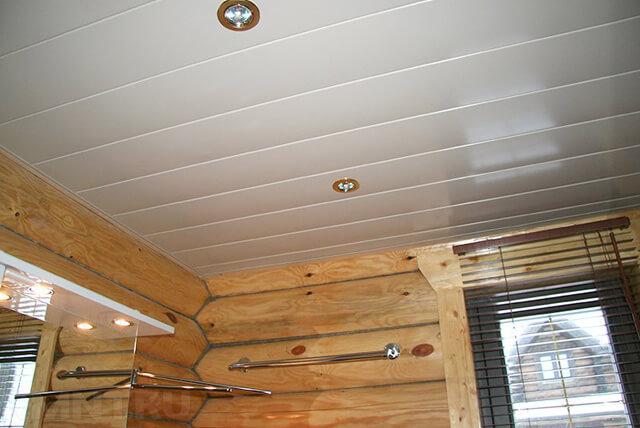 потолок по деревянным балкам