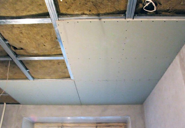как монтируются подвесные потолки
