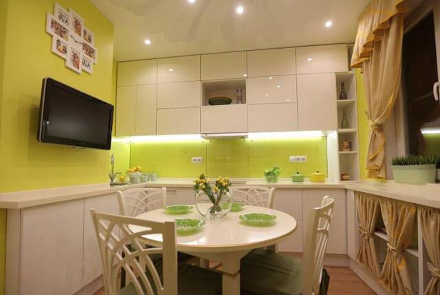 можно ли делать натяжные потолки на кухне