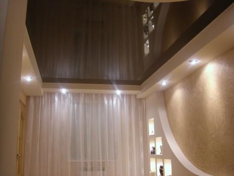 Потолок со светлой рамкой