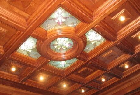 потолок из квадратных и круглых фрагментов