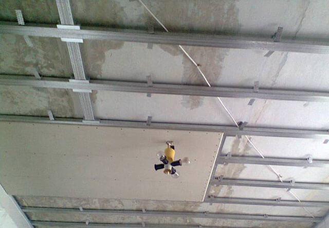 как делать подвесные потолки из гипсокартона