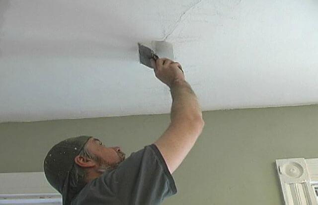чем замазать дырку в потолке