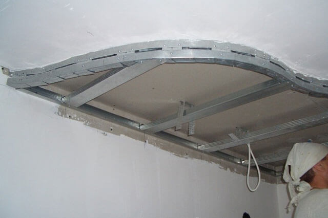 как крепить подвесные потолки